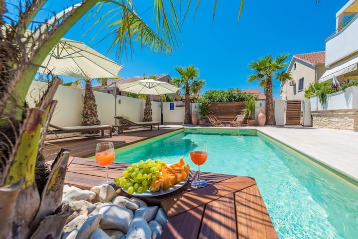 """Villa """"Midia"""" with heated pool"""