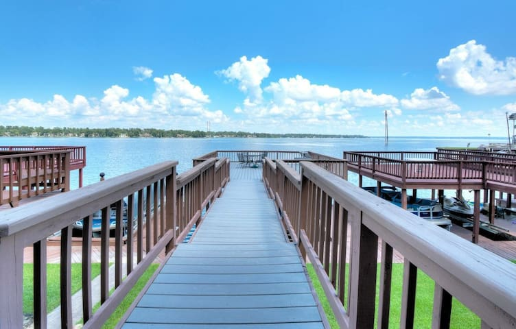 Spacious 3-story LAKEFRONT Townhome on Lake Conroe