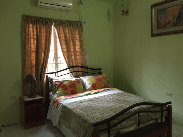 Private room bnb - Arima - Huis