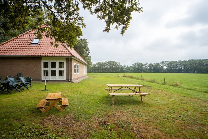 Family friendly, free standing countryside house