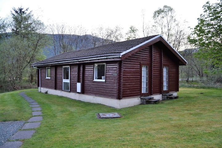 Lovely 3-Bed Log Cabin in the hills near Dunoon