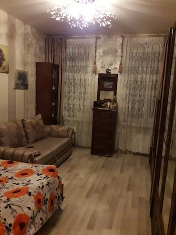 Bedroom with big TV and 2 beds(4 persons)