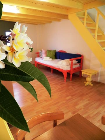 The flat with the yellow loft ! - Kissamos - Appartement