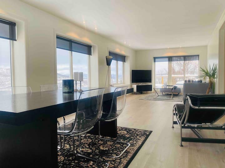 Big apartment with the best view in town, 3 bed