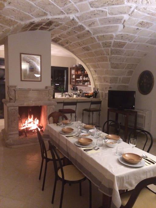 sala da pranzo con cucina