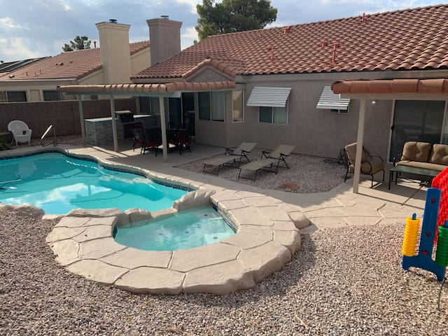 POOL/SPA OASIS - 6 miles from strip