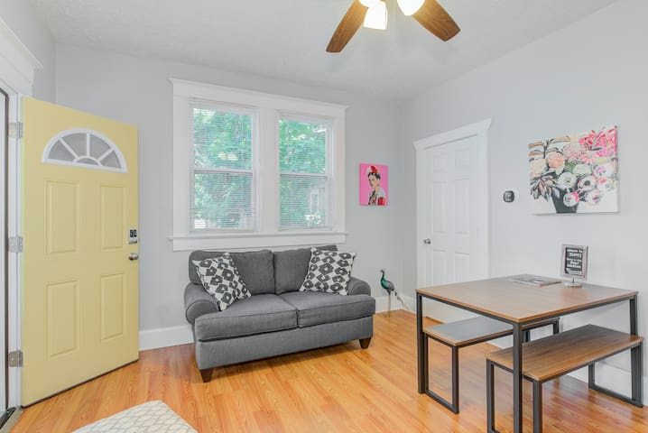 Indy Surf Chateau Downtown [ 4 bedroom / 2 bath]