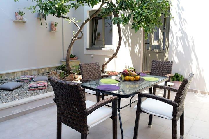 Koum Kapi Garden House in central seaside area