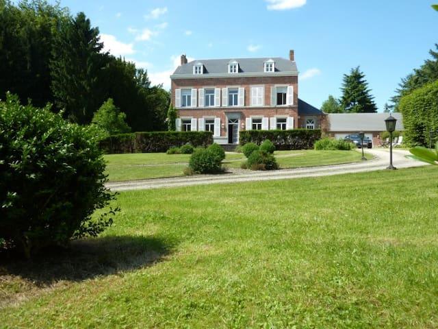 Magnifique maison  dans  écrin de verdure - 16/18p - Fernelmont
