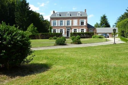 Magnifique maison  dans  écrin de verdure - 16/18p - Fernelmont - Villa