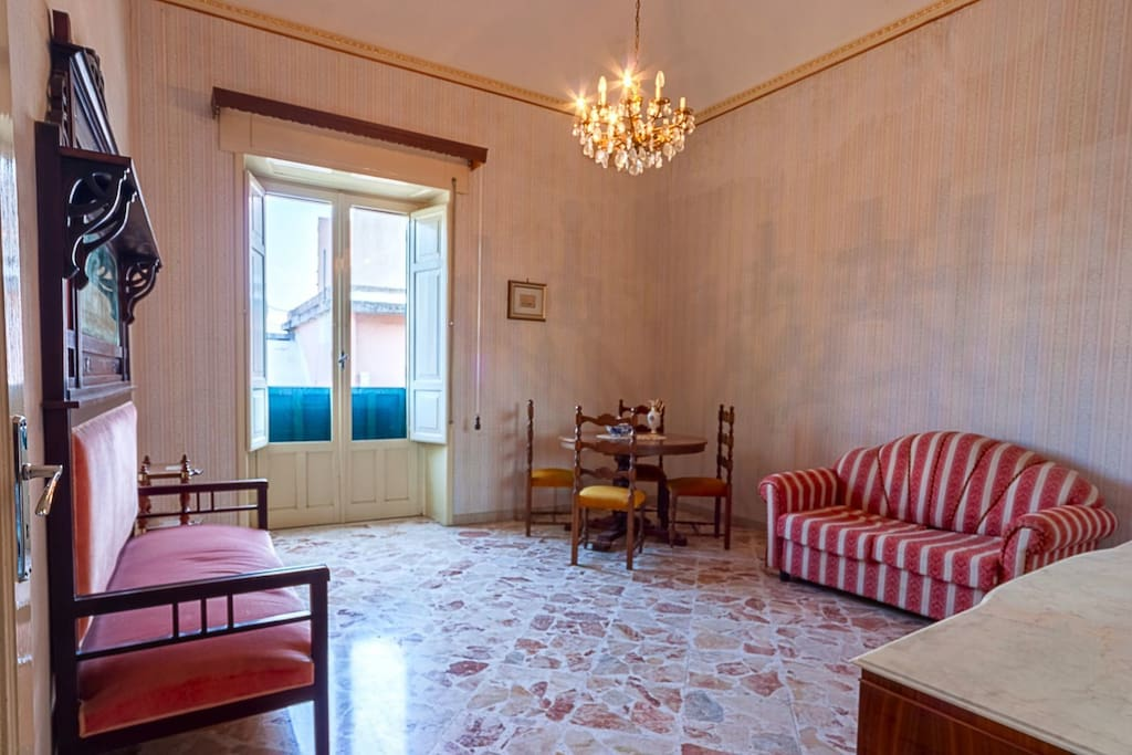 stanza da letto II (2 letti singoli + divano letto 1 piazza e 1/2 // bedroom II (2 singles beds + sofa-queen size bed)