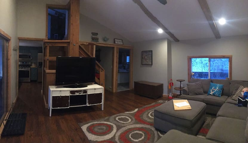 Cabin Feel with Downtown Access
