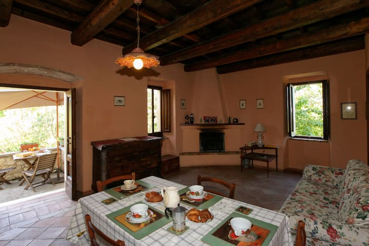 Cozy Cottage in Abbateggio with Garden
