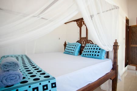 NEW Cozy Double rooms & Bungalows, 100m from beach