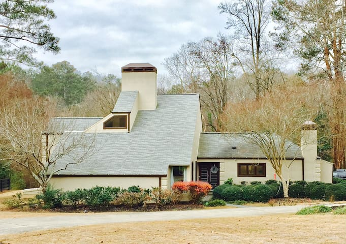 Private Mill Creek escape w/indoor spa - Sandy Springs - House