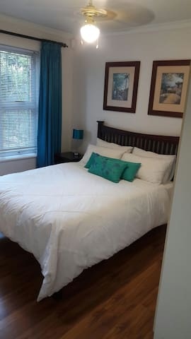 Cozy room with double bed and secure parking.
