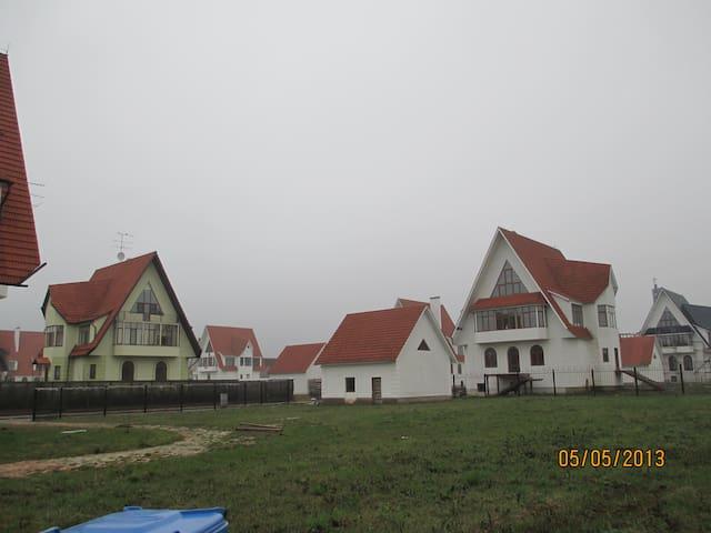 домик в деревне - Krasnogorsk - Kondominium