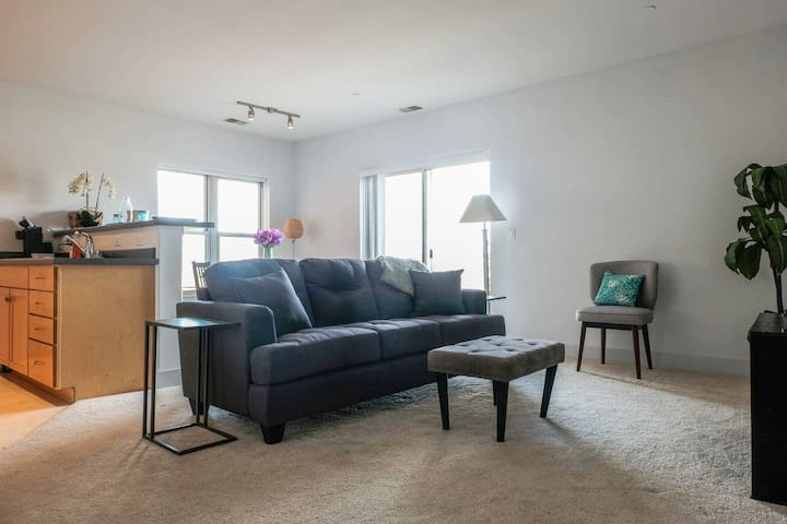 Bright Apt w/ Parking + Patio | Walk to Summerfest