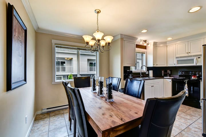 Central, Spacious 4 Bed Townhouse