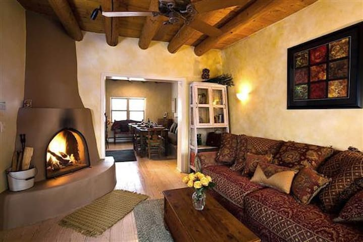 Casita Bellissima - Historic adobe / walk to plaza - Santa Fe - Appartement en résidence