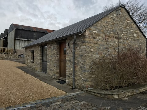 A cosy converted barn, The Cwtch close to Cardiff
