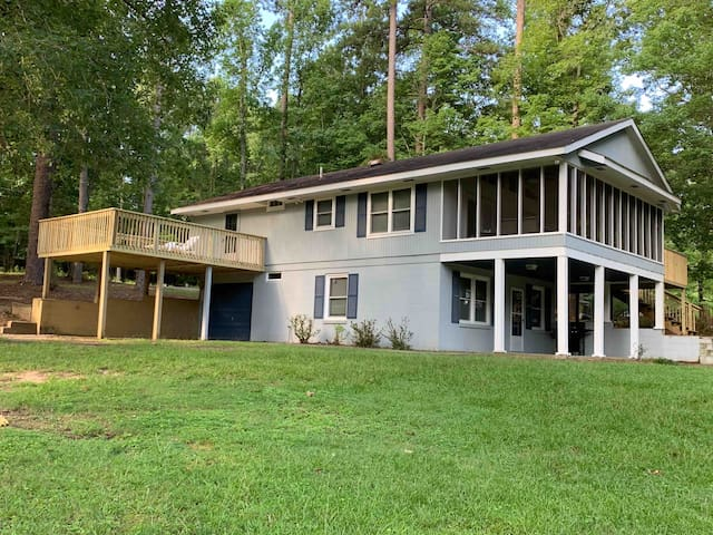 Beautiful Lake Front Property: Heron Cove 3BR/2BA