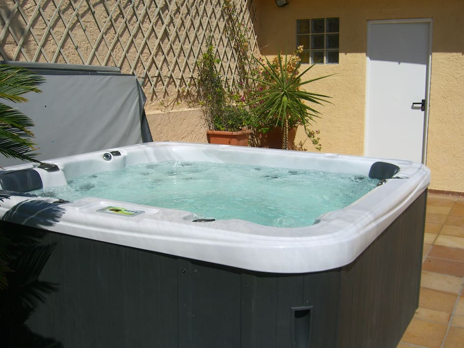 Jacuzzi for 6 people