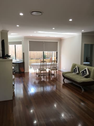 2018-Ryde-Area-2-bedroom-Up-to-5-Guests!