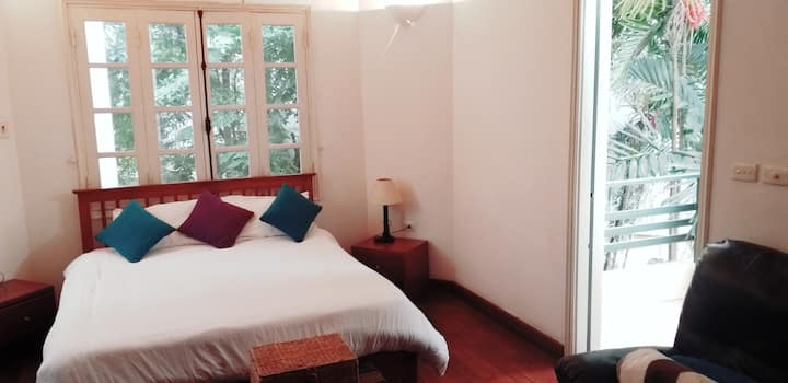 Tay Ho * Hidden Gem * Private Room * French Villa