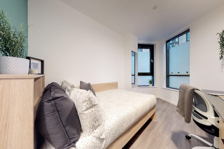 Student Only Property: Grand Classic Plus Ensuite - 12 months/10%OFF