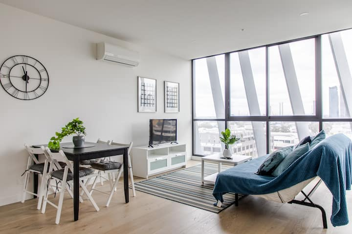 Modern 1BD Apt with Rooftop Terrace & Spa!