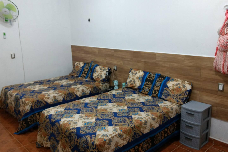 Dos camas muy cómodas tamaño matrimonial
