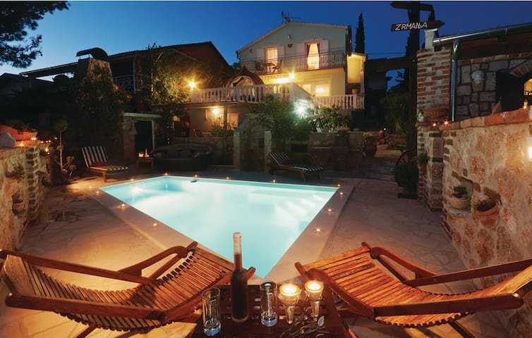 Villa with swimming pool [perfect family holiday] - Jasenice - Casa
