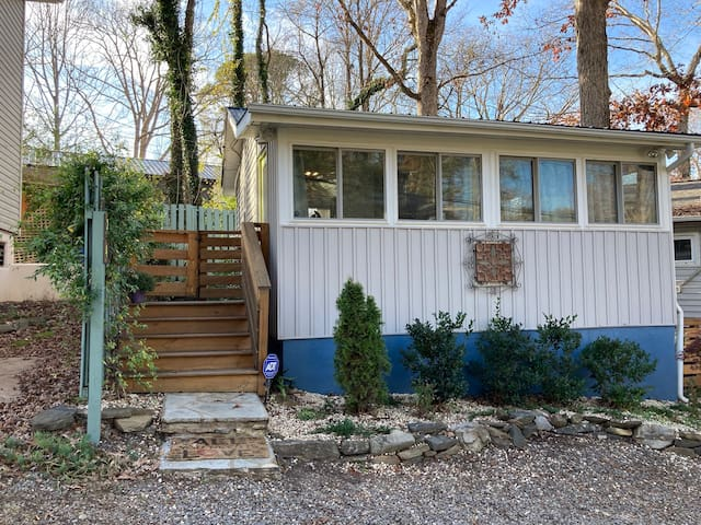 Asheville Cottage 24