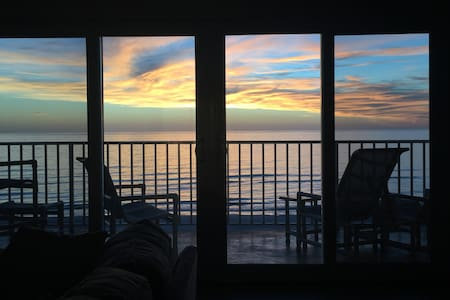 Relaxing Top-Floor Condo w/ Amazing Sunsets
