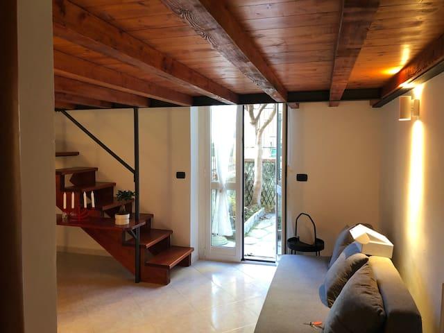 Letto Matrimoniale A Genova.Casa Camoro Apartments For Rent In Genova