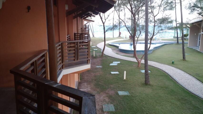 Cond. em Arembepe/Ba com piscina a beira mar - Arembepe - Apto. en complejo residencial