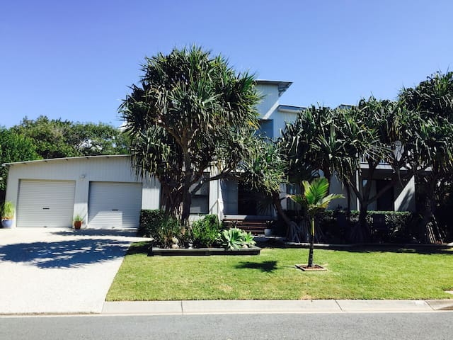 Short stroll to Sunshine Beach. - Sunrise Beach - House
