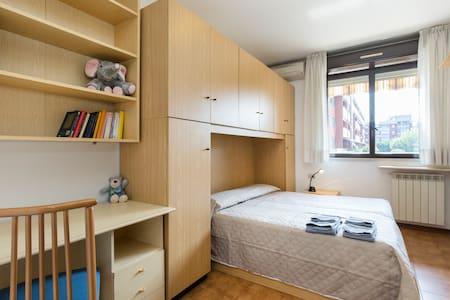 ottimo luminoso adatto a famiglie - Apartment
