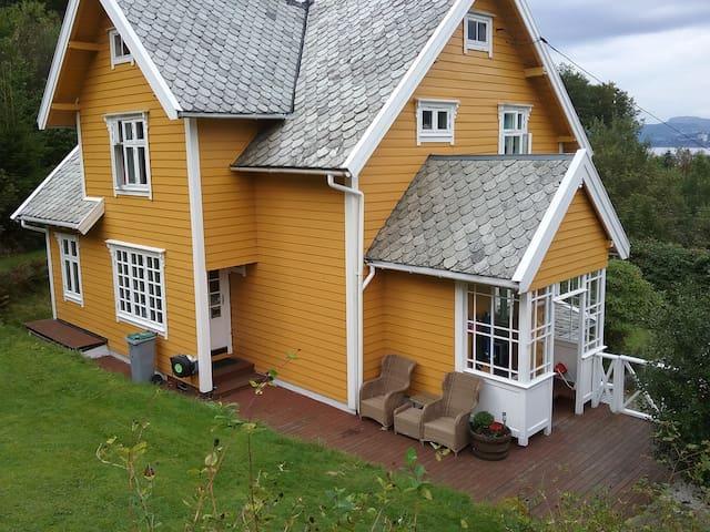 Storslått Villa i Naturskjønne omgivelser i Bergen
