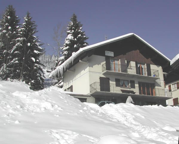 Joli apt avec vue sur la montagne