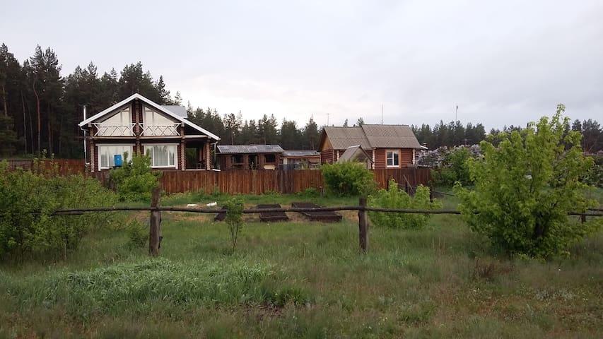 Деревянный дом на Хуторе