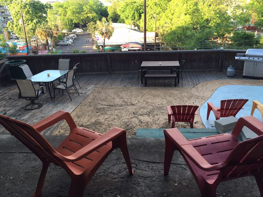 2,000 Sq Foot Patio Overlooking Barton Springs Road with Fast WiFi