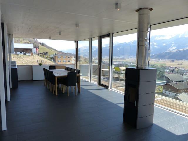 Glas House: Design Villa mit atemberaubendem Blick