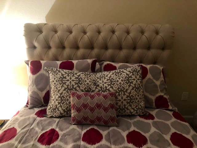 Cozy Gorgeous Bedroom 7 min From Strip!!