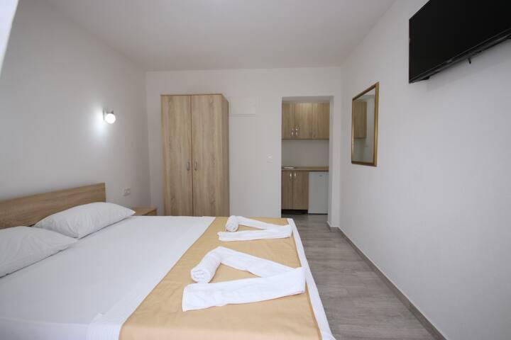 Studio Apartment (8)