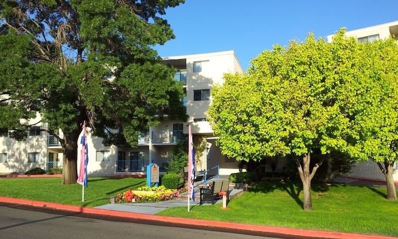 1-bedroom apartment for sublet close to UNM