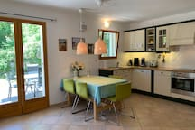 Domaine la Pique, Tournesol, fully equipped kitchen and dining area, double doors opening to the private terrace