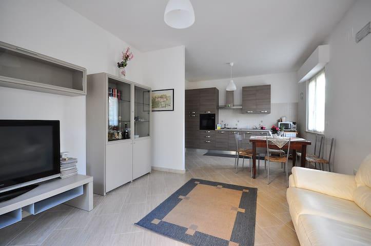 Appartamento nuovo e tranquillo vicino Università - Sambuceto - Apartamento