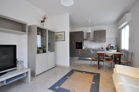 Appartamento nuovo e tranquillo vicino Università - Sambuceto - Διαμέρισμα